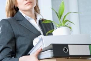 Απόλυσης υπαλλήλου επειδή κατακράτησε έγγραφο από το συρτάρι του εργοδότη της.